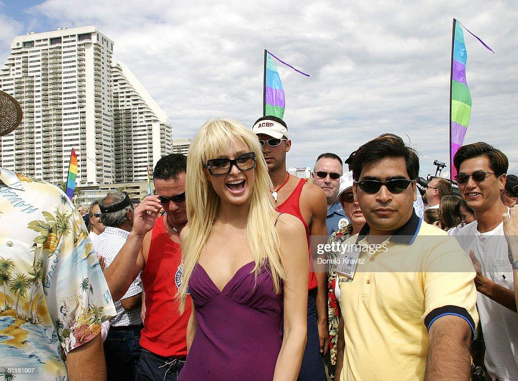 Paris Hilton Plays Blackjack At Atlantic City Hilton Casino Hotel : News Photo