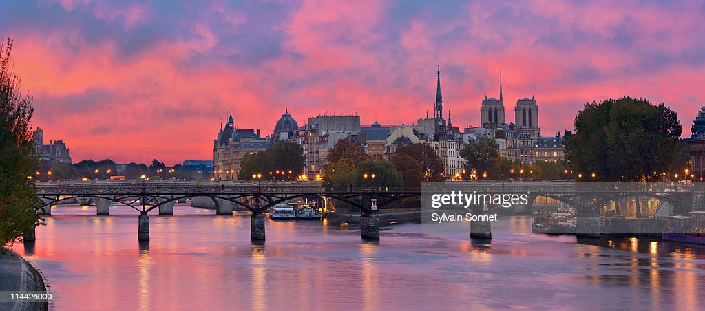 Paris, Ile de la Cite and Pont des arts at Morning : Stock Photo