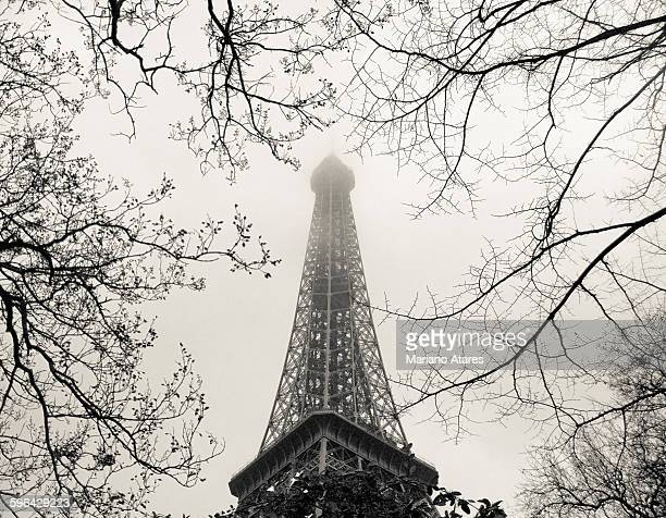 paris in winter - black and white instant print stock pictures, royalty-free photos & images