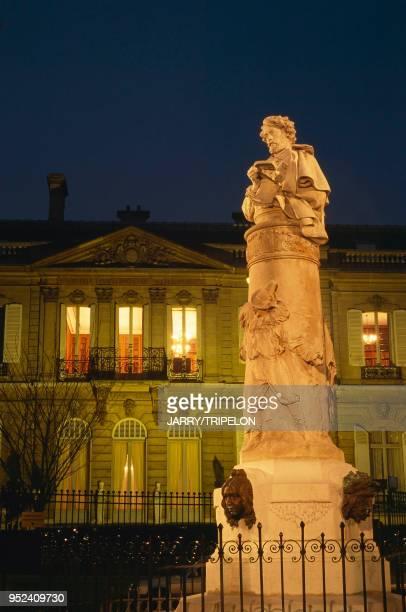 place Saint Georges quartier de la Nouvelle Athènes buste du peintre GAVARNI maison de la Païva Paris IXème place Saint Georges quartier de la...