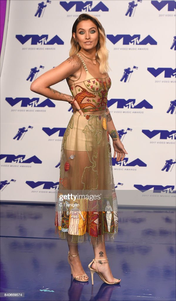 Paris Jackson attends the 2017 MTV Video Music Awards at The Forum on August 27, 2017 in Inglewood, California.