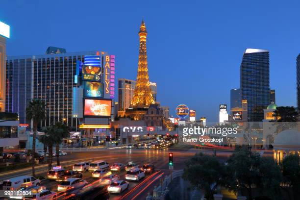 paris las vegas hotel and casino at night - rainer grosskopf stock-fotos und bilder