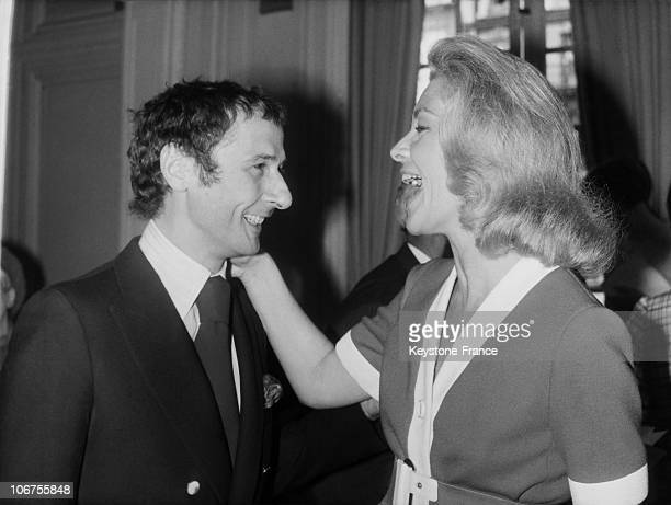 Paris Lauren Bacall Congratulating Marc Bohan At The Presentation Of New Christian Dior Collections July 25Th 1968