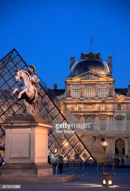 paris, louvre - ルーヴル美術館 ストックフォトと画像