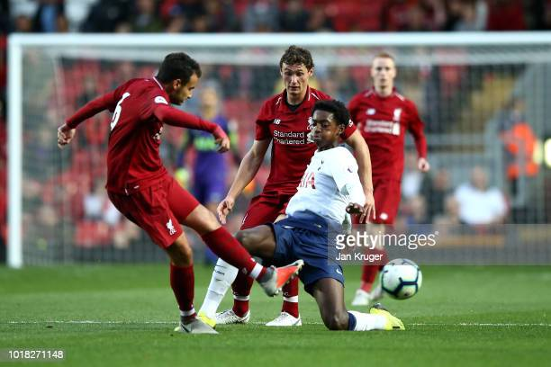 Paris Maghoma of Tottenham Hotspur battles with Matty Virtue and Pedro Chirivella of Liverpool during the Premier League 2 match between Liverpool at...