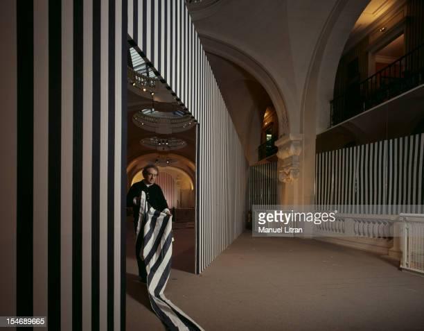Paris, March 2 sculptor Daniel Buren's exhibition at Museum of Decorative Arts .