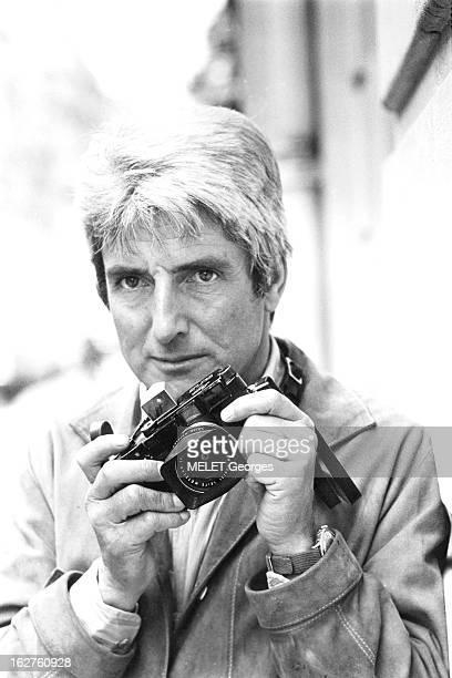 Gerard Gery Portrait de Gérard GERY un appareil photo Leica à la main