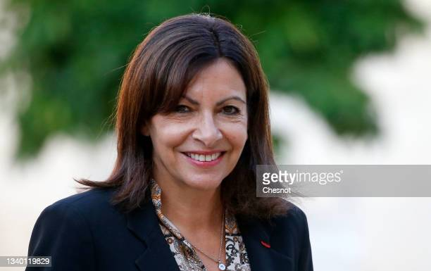Paris Mayor and Socialist Party candidate for the 2022 French presidential elections Anne Hidalgo arrives at the Elysee Presidential Palace prior to...