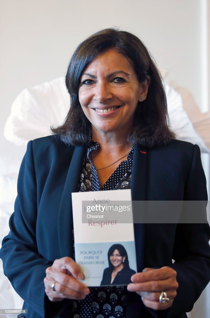 paris mayor anne hidalgo receives