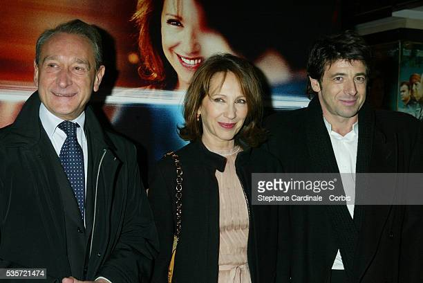 Paris mayor Bertrand Delanoe and French actors Nathalie Baye and Patrick Bruel attend the premiere of 'Une Vie à T'Attendre'