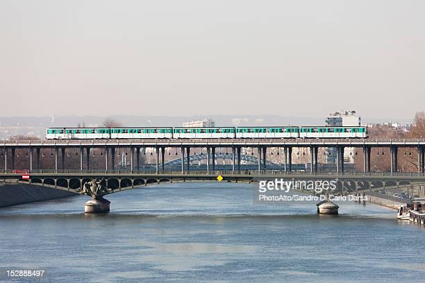 paris metro crossing pont de bir-hakeim, paris, france - subway train stock pictures, royalty-free photos & images