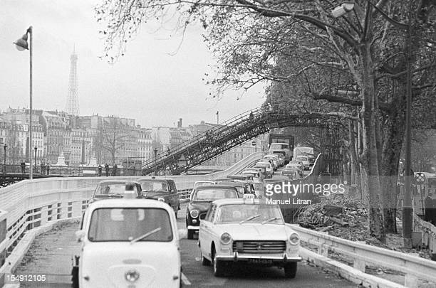 Paris November 1966 the 'slide' the banks of the Louvre to streamline traffic Among the cars a scooter and a Peugeot 404