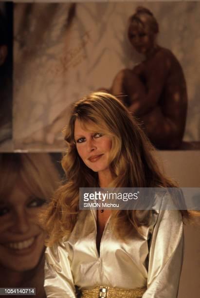 Paris Novembre 1980 Brigitte BARDOT pose au GeorgeV à l'occasion de la vente de 70 photos originales de Ghislain Jicky Dussart la représentant au...