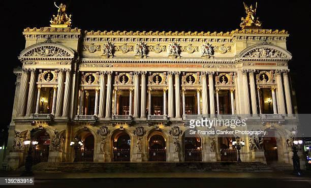 paris opera house illuminated at night - opernhaus palais garnier stock-fotos und bilder