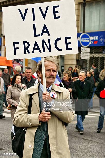 Paris : Palais Royal - Opéra Paris 1er mai Comme tous les ans, défilé du Front National pour la fête du travail.