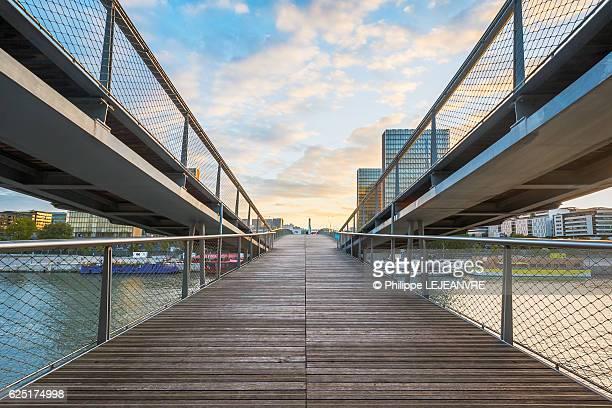 paris - passerelle simone de beauvoir footbridge - footbridge stock photos and pictures