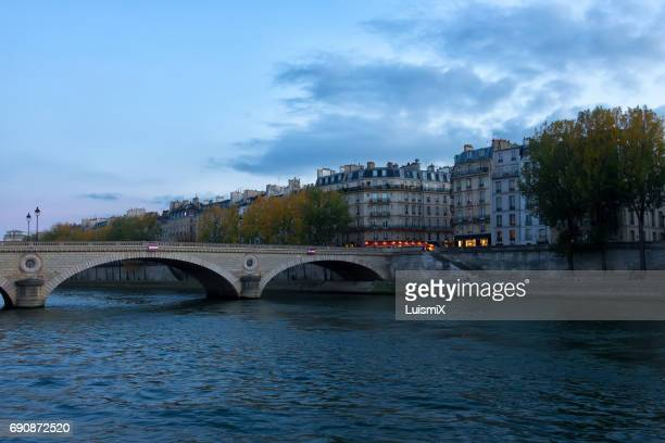 paris - luz eléctrica stock pictures, royalty-free photos & images