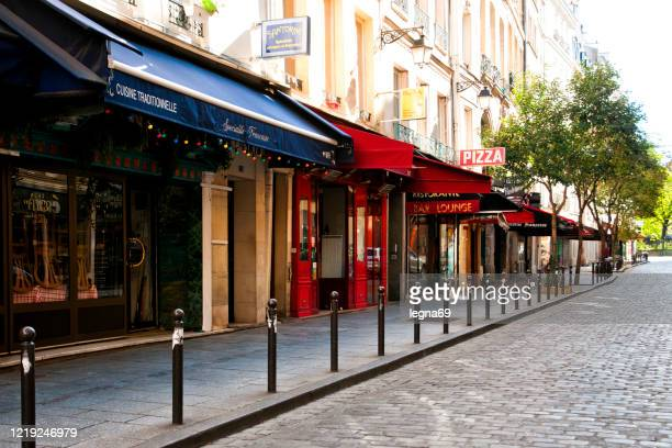 paris : restaurant, coffee shop and terrace are closed during pandemic covid 19 in europe. - retail place stock pictures, royalty-free photos & images
