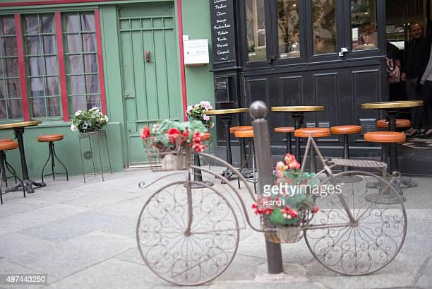 Paris restaurant facade