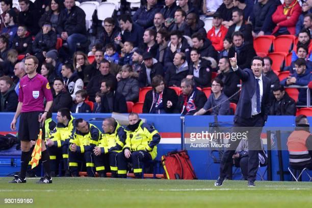 Paris SaintGermain Head coach Unai Emery reacts during the Ligue 1 match between Paris Saint Germain and Metz at Parc des Princes on March 10 2018 in...