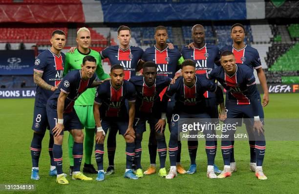 Paris Saint-Germain players line up for a team photo prior to the UEFA Champions League Quarter Final Second Leg match between Paris Saint-Germain...
