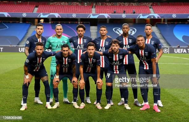 Paris Saint-Germain players pose before the UEFA Champions League Final match between Paris Saint-Germain and Bayern Munich at Estadio do Sport...