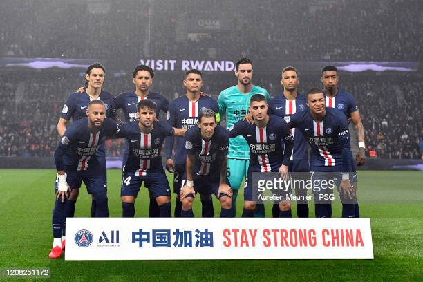Paris Saint-Germain players pose together as a support for China concerning the coronavirus before the Ligue 1 match between Paris Saint-Germain and...