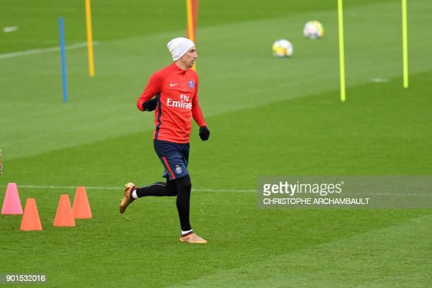 Paris SaintGermain's Argentinian forward Angel Di Maria attends a training session of French L1 football club Paris SaintGermain in...