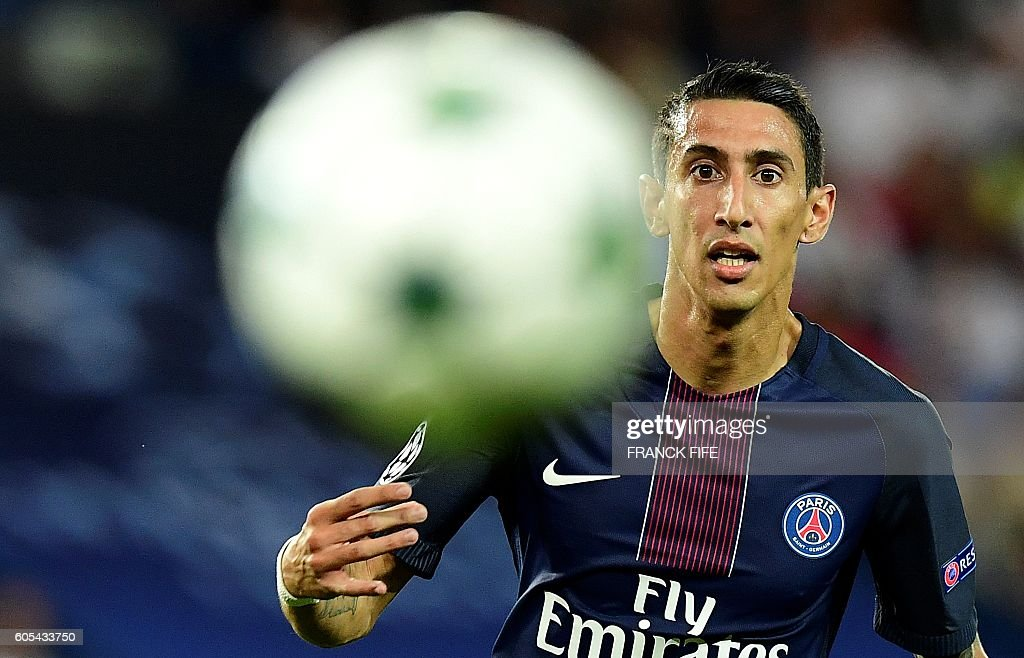 TOPSHOT - Paris Saint-Germain's Argentinian forward Angel Di Maria is pictured during the UEFA Champions League Group A football match between Paris-Saint-Germain vs Arsenal FC, on September 13, 2016 at the Parc des Princes stadium in Paris. / AFP / FRANCK