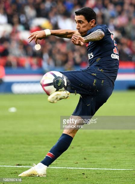 Paris SaintGermain's Argentinian forward Angel Di Maria kicks the ball during the French L1 football match between Paris SaintGermain and Amiens at...