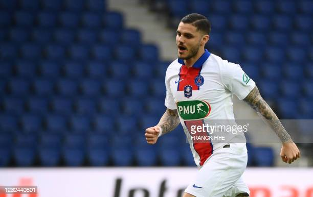 Paris Saint-Germain's Argentinian forward Mauro Icardi celebrates after scoring the first goal during the French Cup quarter-final football match...