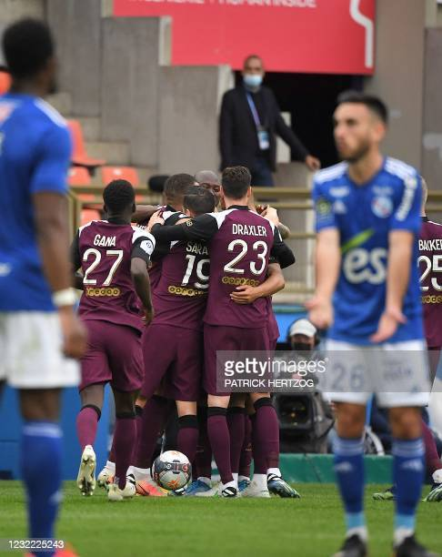 Paris Saint-Germains Argentinian midfielder Leandro Paredes elebrates his goal with teammates during the French L1 football match between Strasbourg...