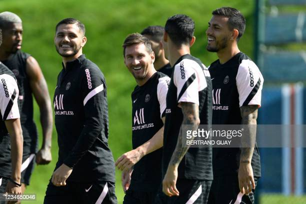 Paris Saint-Germain's Argentinian midfielder Leandro Paredes, Paris Saint-Germain's Argentinian forward Angel Di Maria, Paris Saint-Germain's...