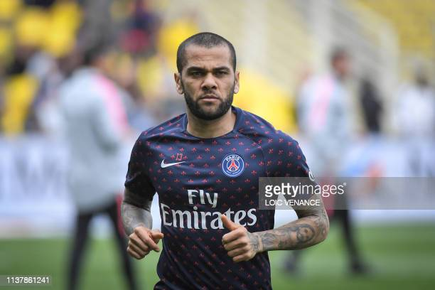 Paris SaintGermain's Brazilian defender Daniel Alves warms up prior to the French L1 football match between Nantes and Paris at the Beaujoire stadium...