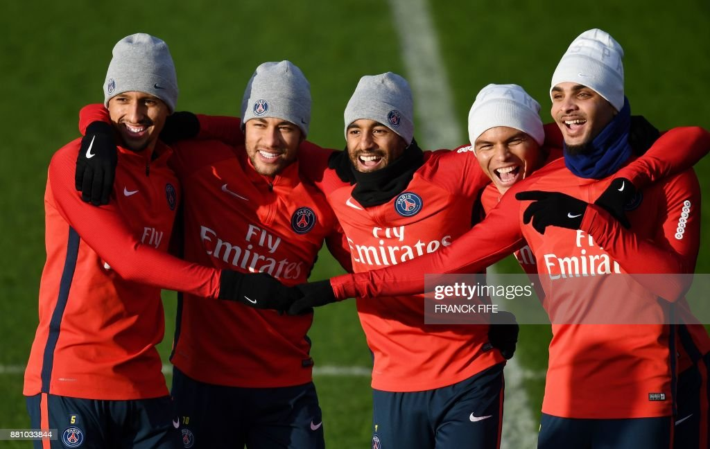 TOPSHOT - (From L) Paris Saint-Germain's Brazilian defender Marquinhos, Paris Saint-Germain's Brazilian forward Neymar, Paris Saint-Germain's Brazilian midfielder Lucas Moura, Paris Saint-Germain's Brazilian defender Thiago Silva and Paris Saint-Germain's French defender Layvin Kurzawa react during a training session in Saint-Germain-en-Laye, west of Paris, on November 28, 2017 on the eve of the French L1 football match between Paris Saint-Germain and Troyes. /