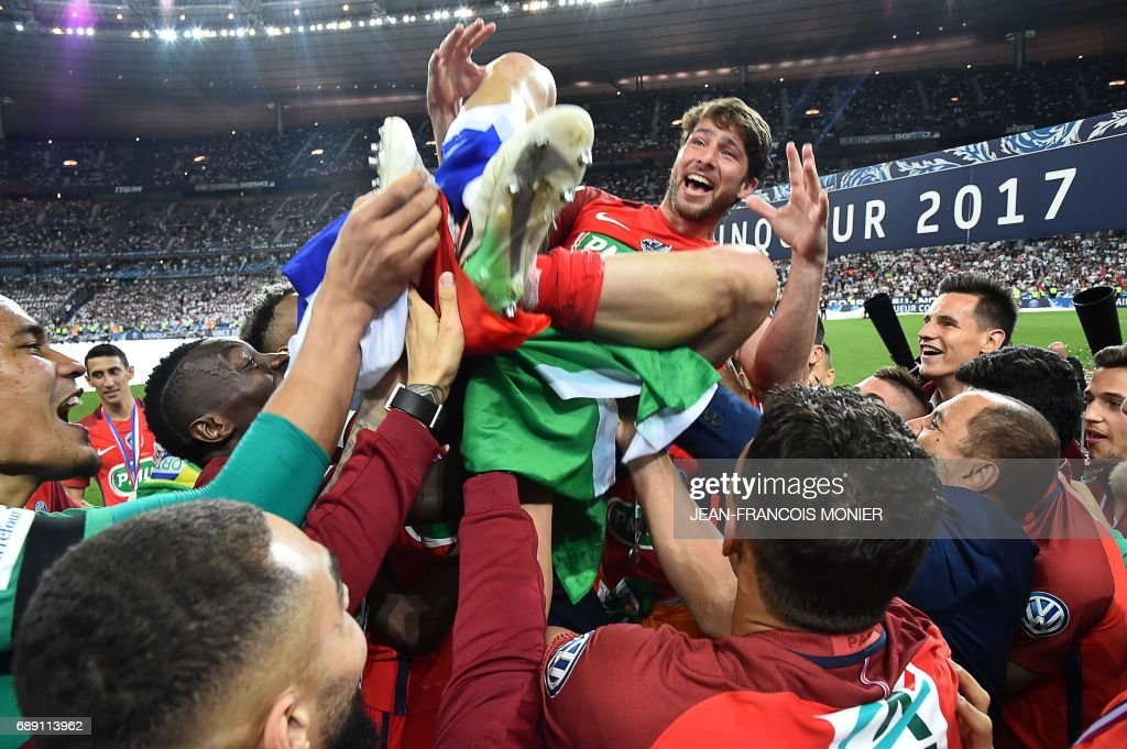 TOPSHOT - Paris Saint-Germain's Brazilian defender Maxwell is lifted by teammates after winning the French Cup final football match between Paris Saint-Germain (PSG) and Angers (SCO) on May 27, 2017, at the Stade de France in Saint-Denis, north of Paris. /