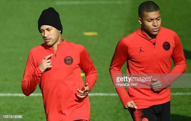 TOPSHOT Paris SaintGermain's Brazilian forward Neymar and Paris SaintGermain's French forward Kylian MBappe take part in a training session in...