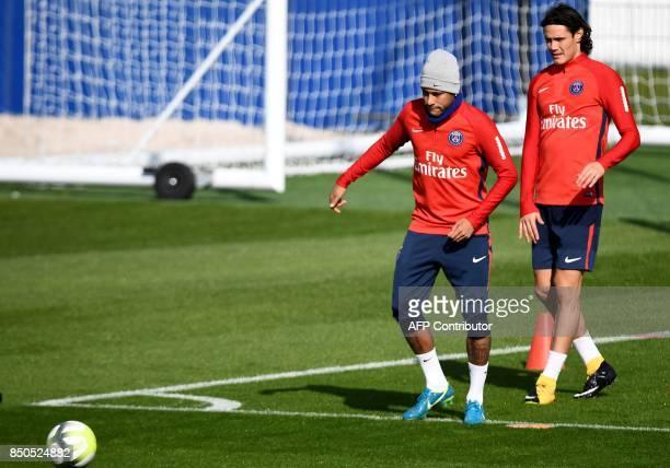 Paris SaintGermain's Brazilian forward Neymar and Paris SaintGermain's Uruguayan forward Edinson Cavani attend in a training session at the club's...