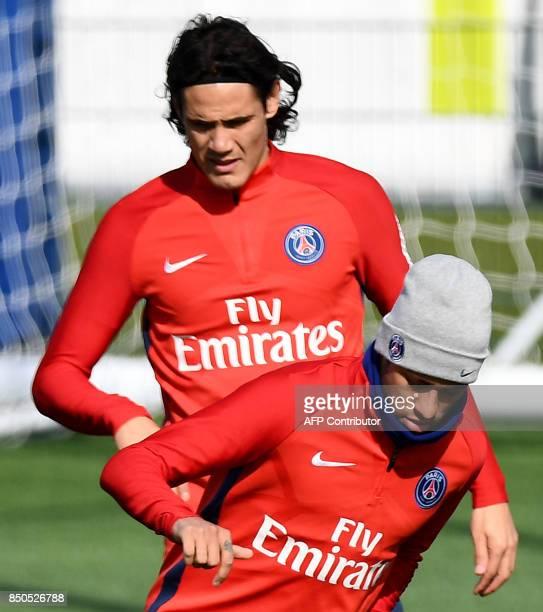 Paris SaintGermain's Brazilian forward Neymar and Paris SaintGermain's Uruguayan forward Edinson Cavani attend a training session at the club's...