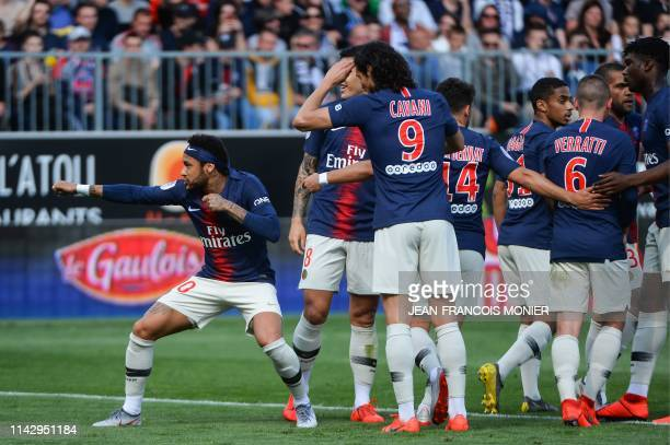 TOPSHOT Paris SaintGermain's Brazilian forward Neymar celebrates with teammates after scoring his team first goal during the French L1 football match...