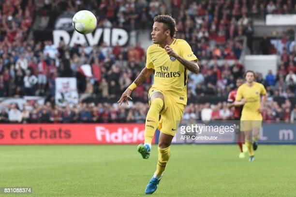 Paris SaintGermain's Brazilian forward Neymar controls the ball during the French L1 football match Paris SaintGermain vs En Avant Guingamp at the...