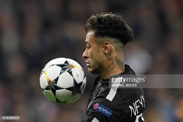 TOPSHOT Paris SaintGermain's Brazilian forward Neymar controls the ball during the UEFA Champions League round of sixteen first leg football match...