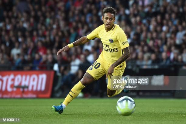 TOPSHOT Paris SaintGermain's Brazilian forward Neymar drives the ball during the French L1 football match Paris SaintGermain vs En Avant Guingamp at...