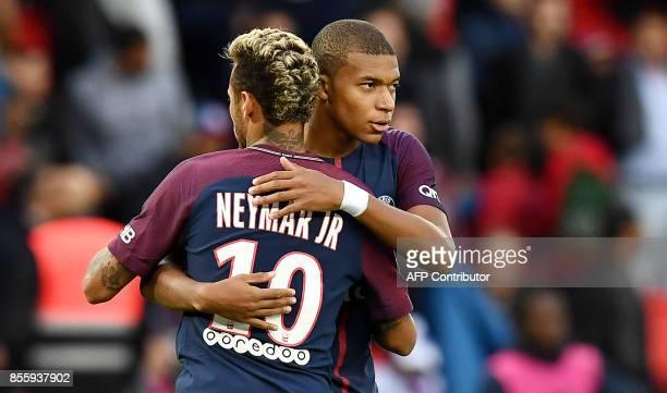 Paris SaintGermain's Brazilian forward Neymar embraces Paris SaintGermain's French forward Kylian Mbappé Lottin during the French L1 football match...