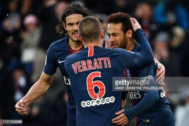 TOPSHOT Paris SaintGermain's Brazilian forward Neymar is congratulated by Paris SaintGermain's Italian midfielder Marco Verratti and Paris...