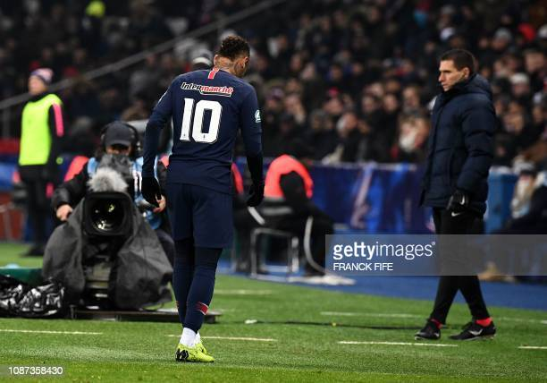 TOPSHOT Paris SaintGermain's Brazilian forward Neymar leaves the pitch following an injury during the French Cup round of 32 football match between...