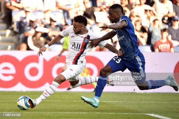 TOPSHOT Paris SaintGermain's Brazilian forward Neymar vies with Strasbourg's French defender Lionel Carole during the French L1 football match...