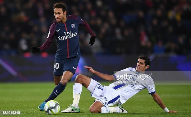 Paris SaintGermain's Brazilian forward Neymar vies with Troyes defender Mathieu Deplagne during the French L1 football match between Paris...