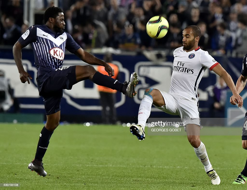 Paris Saint-Germain's Brazilian midfielder Lucas Moura (R) vies with Bordeaux's Gabonese midfielder Andre Biyogo Poko during the French L1 football match between Bordeaux and Paris (PSG) on May 11, 2016 at the Matmut Atlantique stadium in Bordeaux, southwestern France.