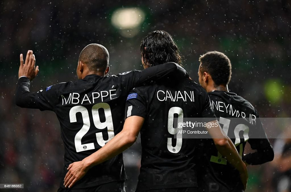 TOPSHOT - Paris Saint-Germain's Brazilian striker Neymar (R) celebrates with Paris Saint-Germain's French striker Kylian Mbappe (L) and Paris Saint-Germain's Uruguayan striker Edinson Cavani (C) after scoring the opening goal of the UEFA Champions League Group B football match between Celtic and Paris Saint-Germain (PSG) at Celtic Park in Glasgow, on September 12, 2017. /